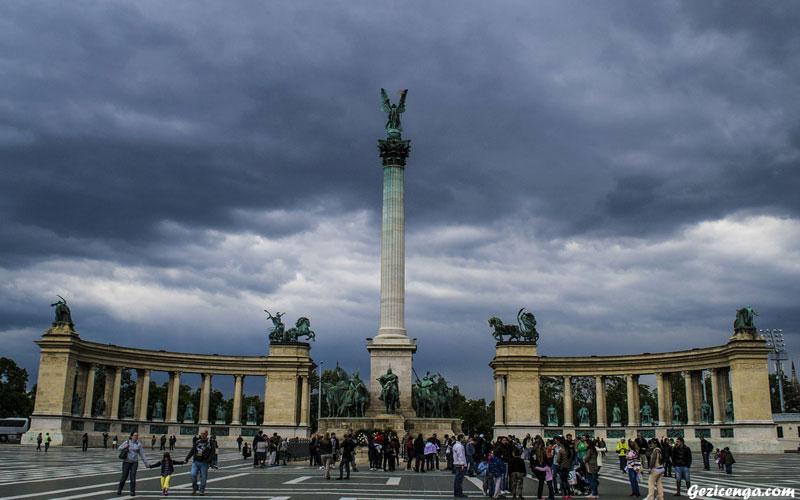 Kahramanlar Meydanı Budapeşte