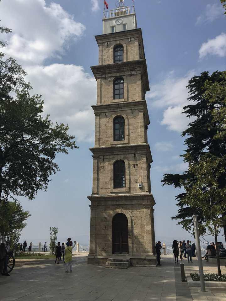 Tophane Parkında yer alan Bursa Saat Kulesi
