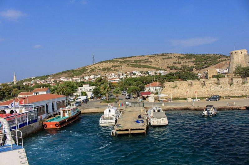 Bozcaada, Çanakkale'nin en renkli ve en turistik ilçelerinden biridir.
