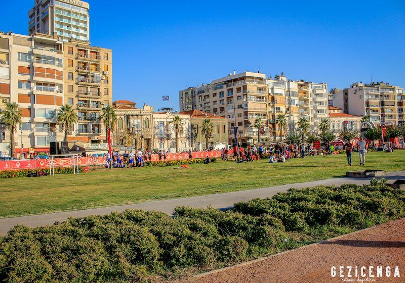 İzmir Meydanları