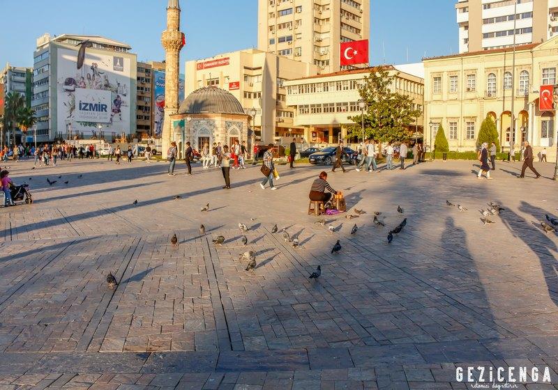 İzmir'in En Güzel Meydanı - Konak