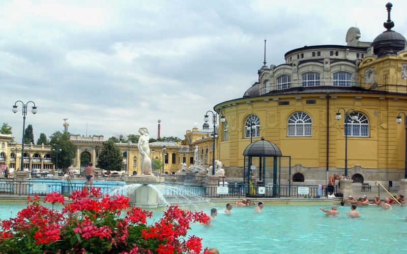 Budapeşte Havuz Partileri-Szechenyi Bath