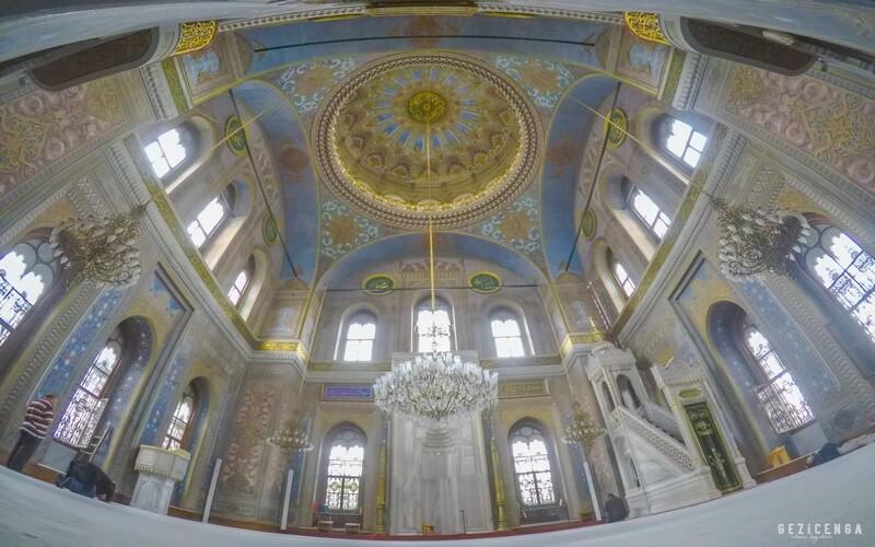 Valide Sultan Camii İstanbul'daki en güzel yerlerden biridir