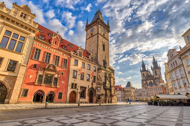 Prag Eski Kent MEydanı ve Astronomik Saat Kulesi