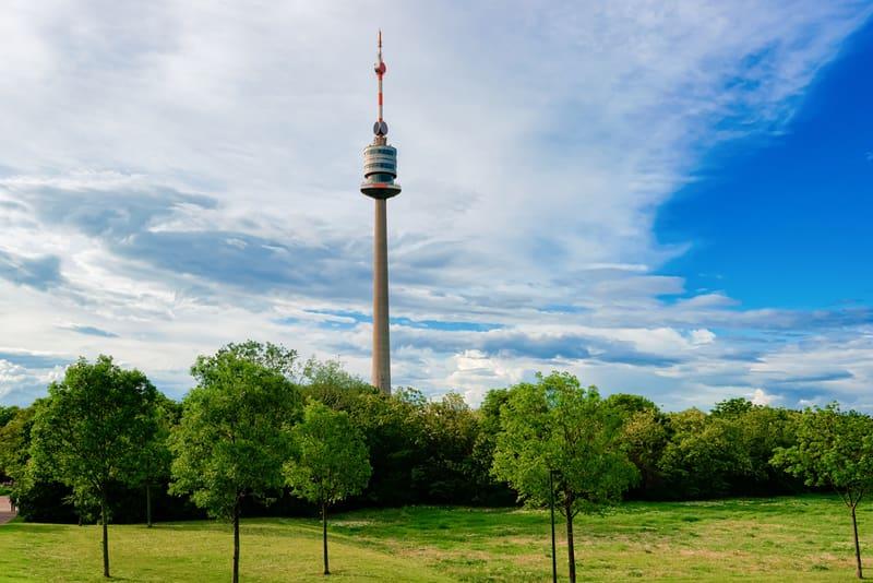 Donauturm Kulesi