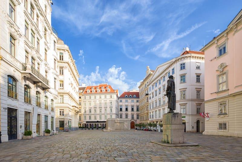 Judenplatz Meydanı ve Müzesi