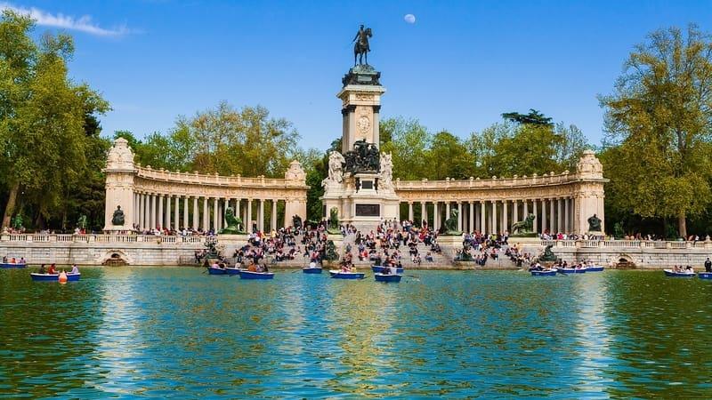 Retiro Park Madrid Gezilmesi Gereken Yerler