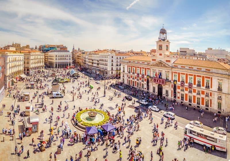 Puerta del Sol Meydanı Madrid Gezilecek Yerler