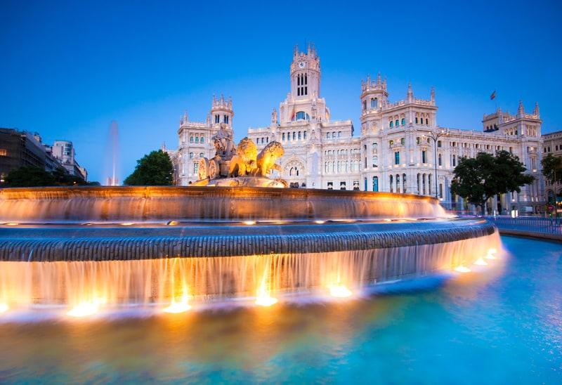 Cibeles Meydanı Madrid Gezilecek Yerler