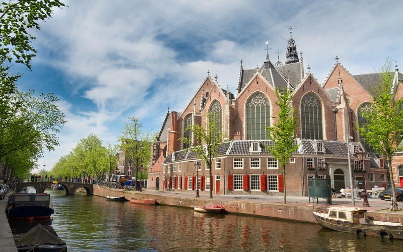 Oude Kerk(Eski Kilise)