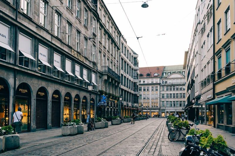 Maximillian Caddesi - Münih Gezilecek Yerler