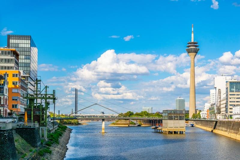 Rhine Kulesi Düsseldorf