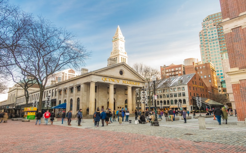 Quincy Market ve Faneuil Hall