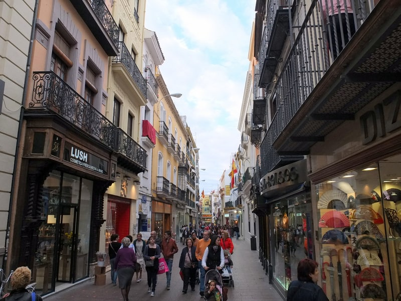 Calle Sierpes Sevilla da Gezilecek Yerler