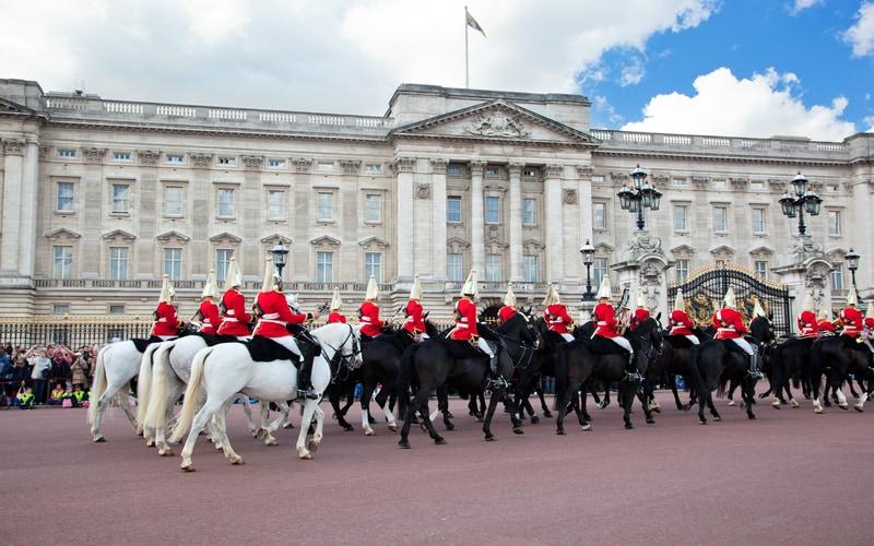 Buckingham Sarayı - Nöbet Değişimi