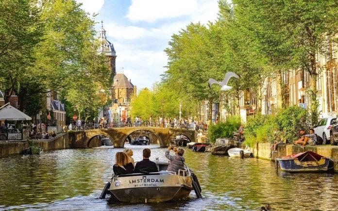 Amsterdam'da Nerede Kalınır ?