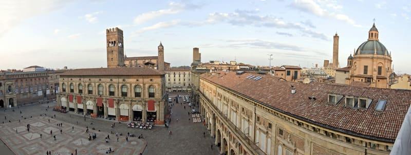 Bologna Nerede Kalınır - Maggiore Meydanı