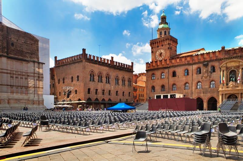 Piazza Maggiore Meydanı Bologna