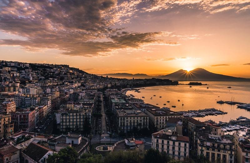 Napoli'de Konaklama Rehberi