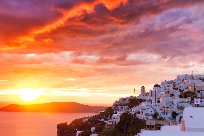 İmerovigli Bölgesi Santorini'de Nerede Kalınır ?