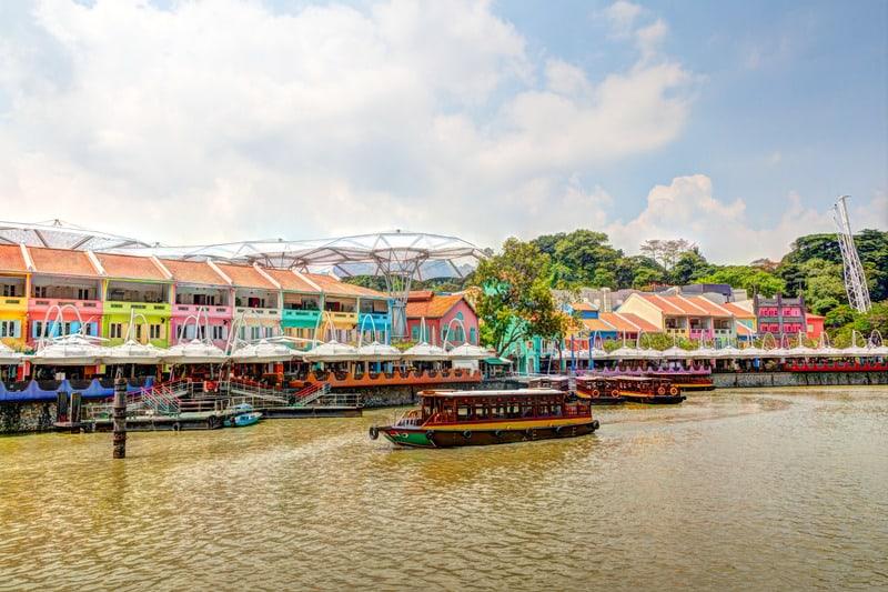 Clarke Quay Singapur'da Nerede Kalınır