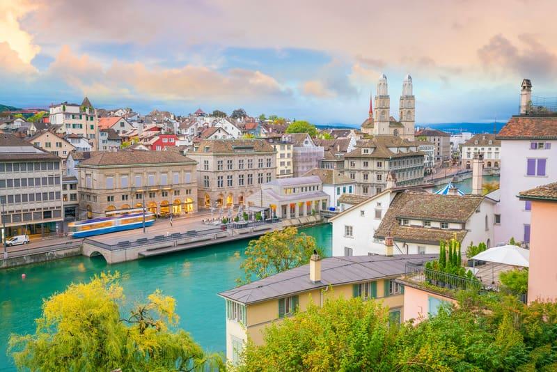 Eski Şehir Bölgesi Zürih'te nerede kalınır ?