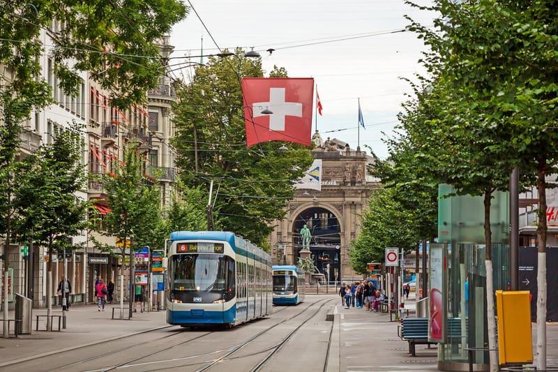 Bahnhofstrasse Bölgesi Zürih'te Nerede Kalınır ?