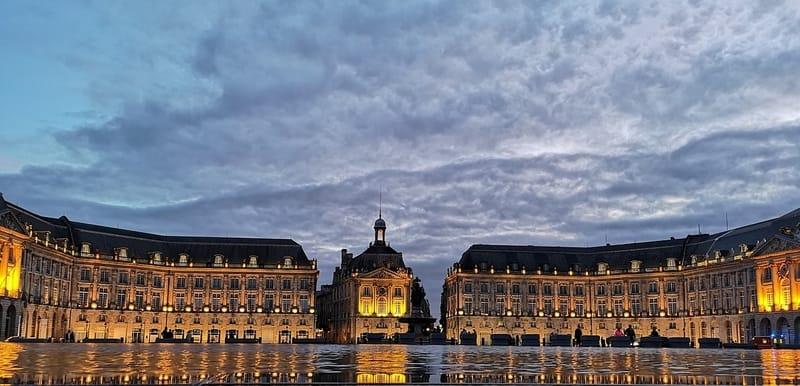 Place de la Bourse Meydanı