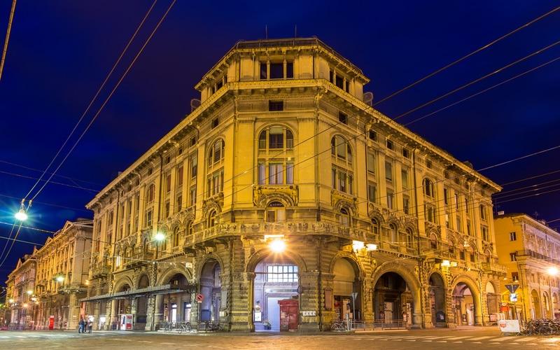 Via Rizzoli Bologna