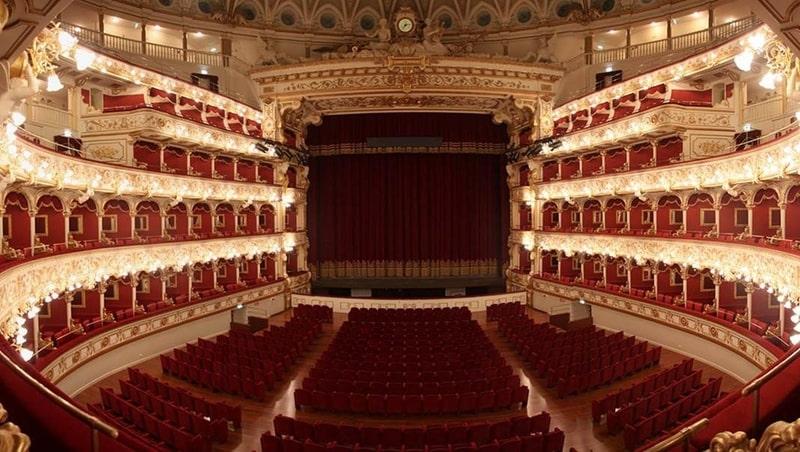 Petruzzelli Opera Binası