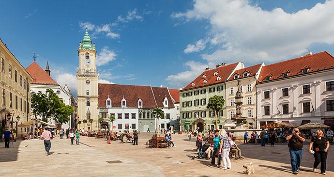 Bratislava Gezilecek Yerler Hlavene Namestie