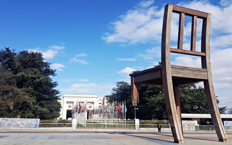 Kırık Sandalye Anıtı