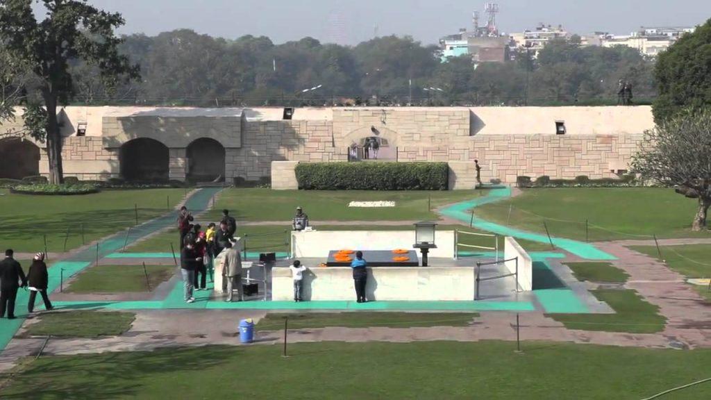 Raj Ghat (Gandhi Anıtı)