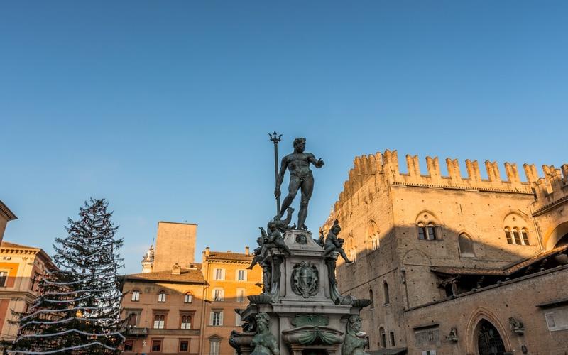 Neptün Çeşmesi - Bologna Gezilecek Yerler Blog