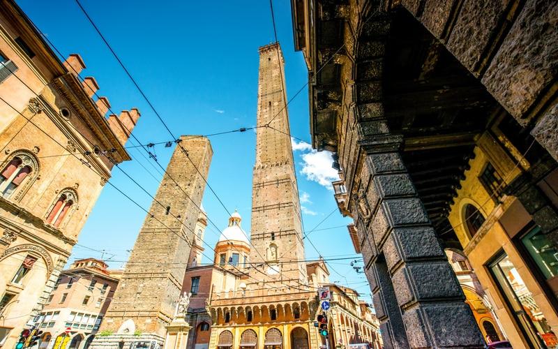 Asinelli ve Garisenda Kuleleri - Two Towers