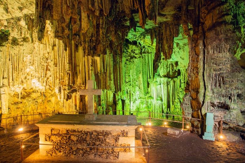 Melidoni Mağarası