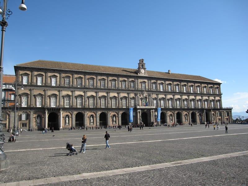 Napoli Kraliyet Sarayı