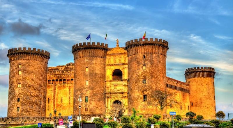 Castel Nuovo Napoli Gezilecek Yerler