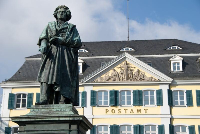 Münsterplatz (Katedral Meydanı)