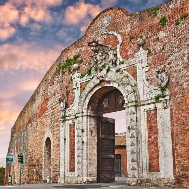 Porta CamolliaSiena Gezilecek Yerler