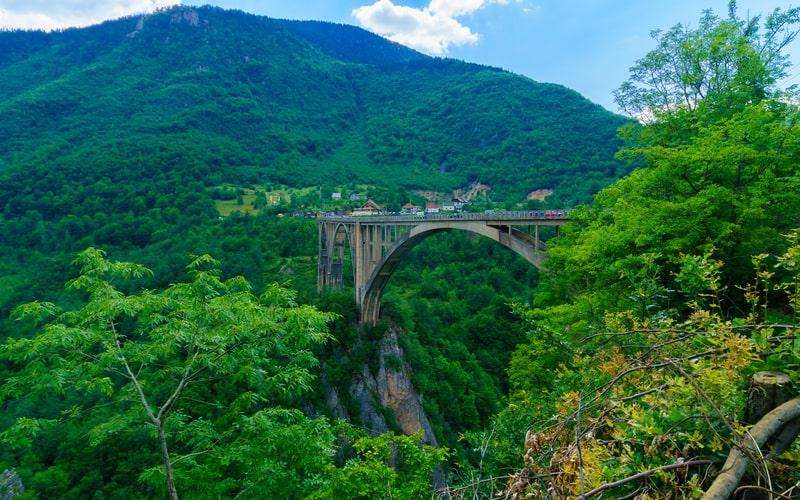 Tara Nehri Kanyonu