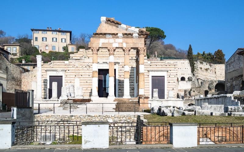 Piazza del Foro (Forum Meydanı)
