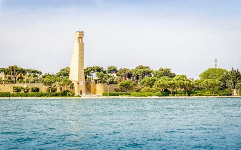 İtalyan Denizciler Anıtı