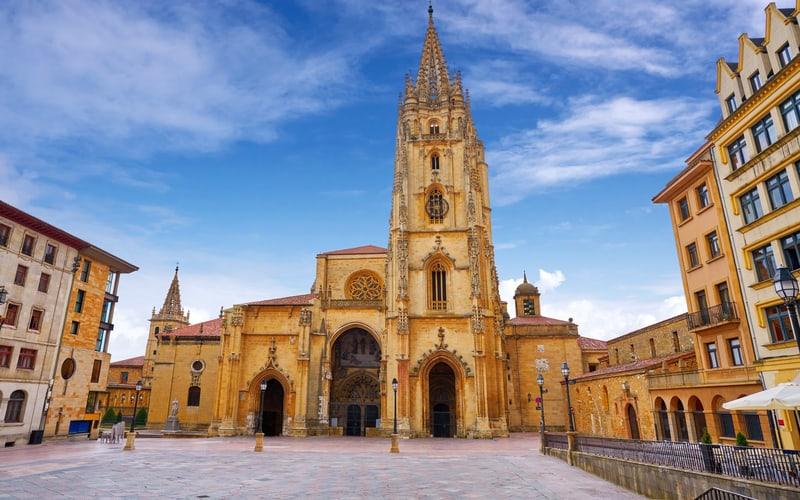 Oviedo Katedrali
