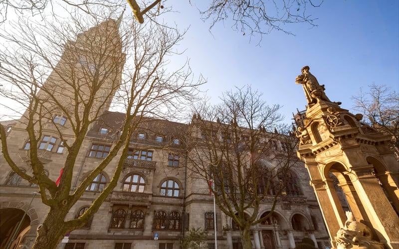 Duisburg Rathaus (Duisburg Belediye Binası)