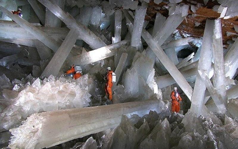 Dev Kristal Mağarası